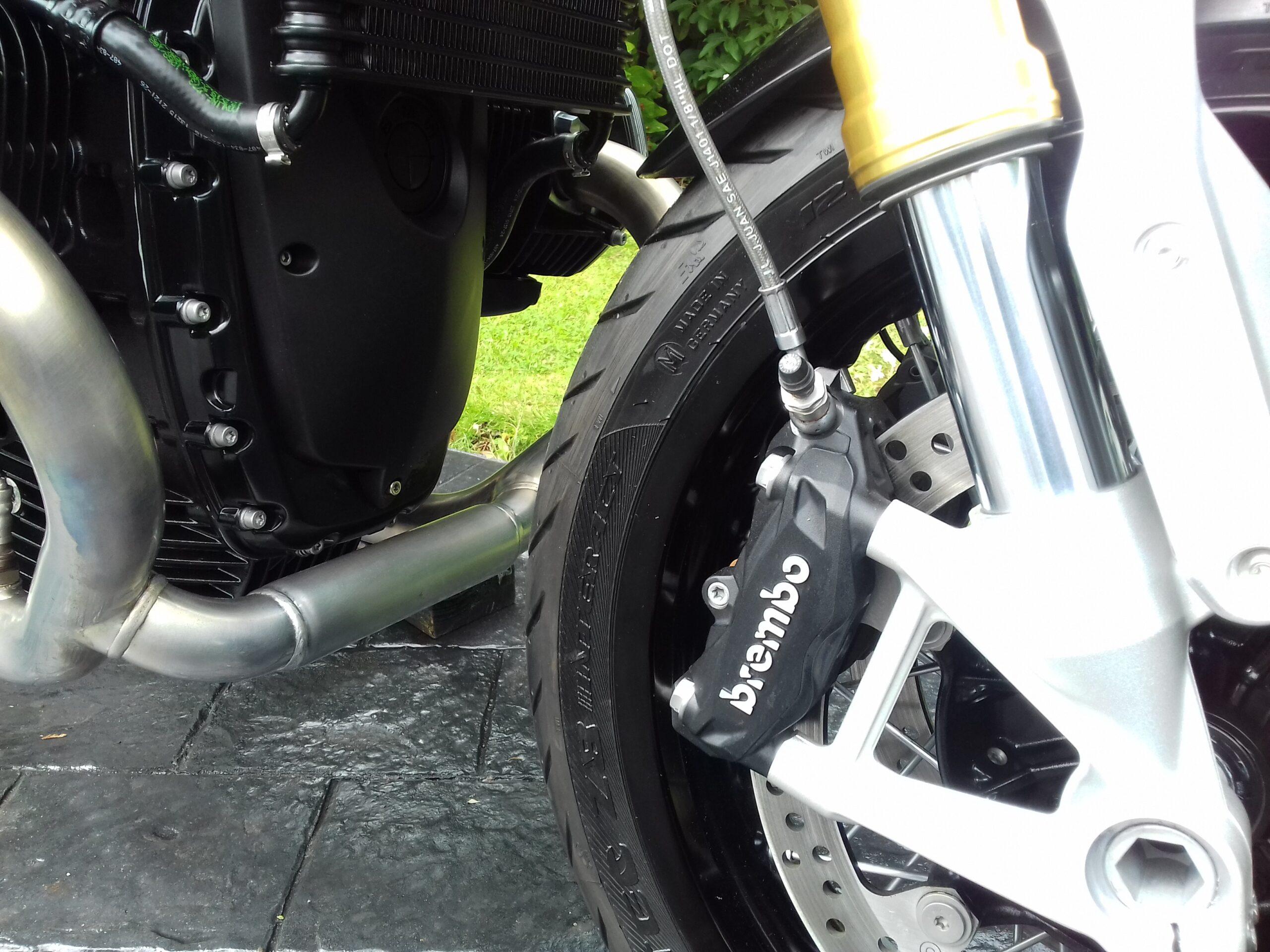 BMW R NINE T SPORT R9T STUNNING LOW MILEAGE HIGH LEVEL AKRAPOVIC
